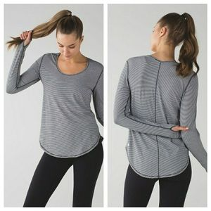 [lululemon] Yogini 5 Year Long Sleeve Tee